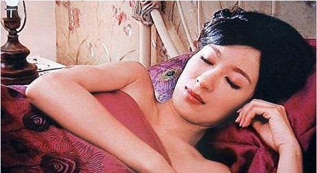 Nhung canh phim 18+ cua anh hau Hong Kong truoc luc len xe hoa - Anh 1