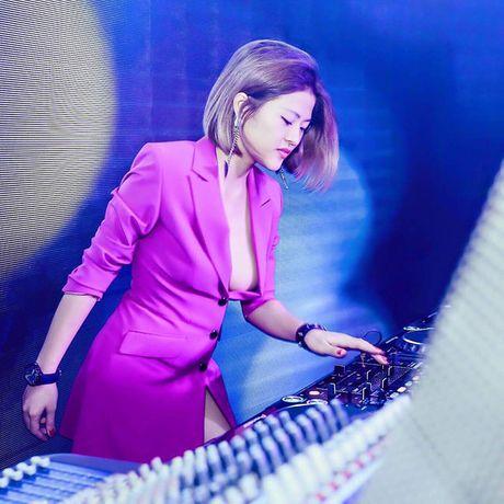 Nu DJ Sai thanh ngay cang sexy khi yeu cau thu - Anh 18
