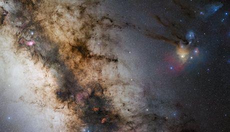 Canh thien ha Milky Way 'dung' chom sao Nhan Ma, Bo Cap - Anh 1