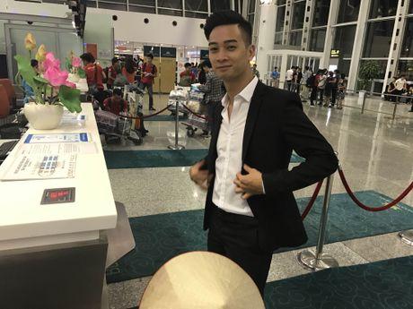Slim V mang theo non la di trinh dien tai Asia Song Festival - Anh 1