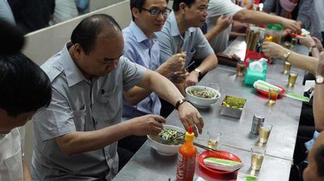 Thu tuong dung pho, uong ca phe sang o TP HCM - Anh 2