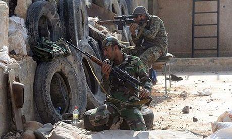 Hai chi huy khung bo khet tieng bo mang tai Aleppo - Anh 1