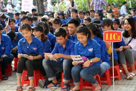 Nghe An: Hoc sinh THPT duoc huong dan ky nang lai xe mo to an toan - Anh 2