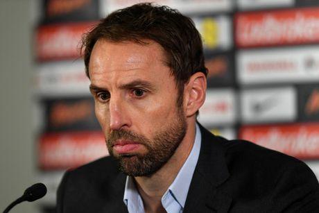 Thay tro Rooney bi cao buoc tron thue truoc tran gap Andorra - Anh 1