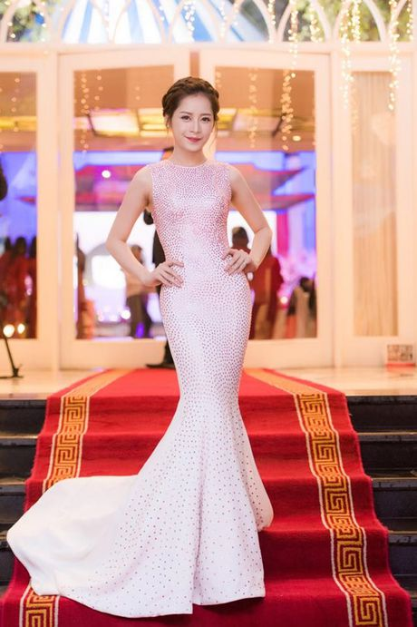 Chi Pu: Tu hotgirl 'keo ngot' den my nhan showbiz - Anh 14