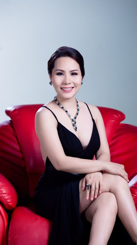 Bat mi bi mat trong ngon tay deo nhan cua Nu hoang Kim Chi - Anh 2