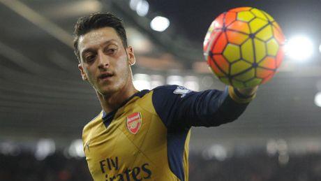 "Hieu suat kien tao Ozil bang 0: Arsenal dang ""doi moi"" - Anh 1"