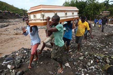 """Tham hoa bao """"mat quy"""" Matthew khien gan 900 nguoi thiet mang o Haiti - Anh 5"""