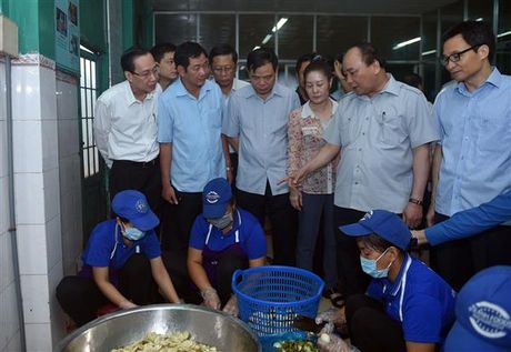 Thu tuong thi sat tinh hinh kinh doanh thuc pham tai TP.HCM - Anh 2