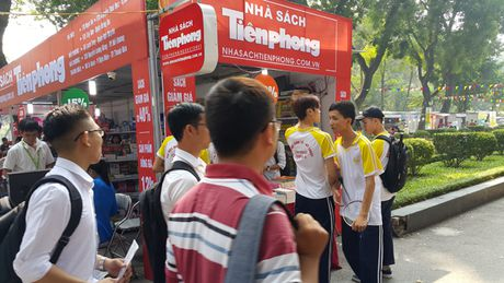 Khai mac su kien 'Tuoi tre Viet Dong hanh cung hang Viet' - Anh 1