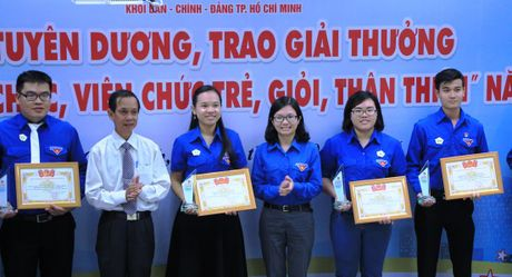 Tuyen duong can bo, cong chuc, vien chuc tre khoi Dan - Chinh - Dang - Anh 1