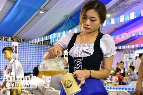 Soi dong le hoi bia Duc tai Ha Noi - Anh 3