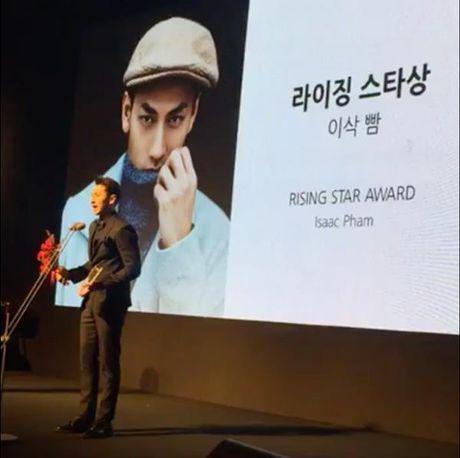 Isaac bat ngo nhan giai 'Ngoi sao moi' tai 'Asia Star Awards' - Anh 1