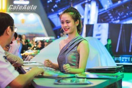"Dan mau xinh ""ngat ngay"" tai Trien lam O to Viet Nam 2016 - Anh 4"