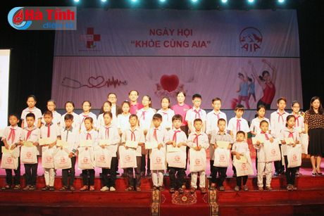 Hon 700 khach hang tham gia ngay hoi 'Khoe cung AIA' - Anh 4