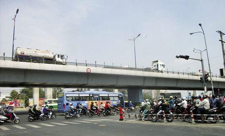 """Loat bai: """"Ngap, ket xe, mui hoi tu bai rac"""": Ket xe lam cac du an khu Dong kem hap dan? - Anh 2"""