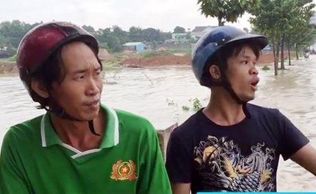 Hai anh em cuu song duoc nguoi phu nu bi nuoc cuon troi - Anh 1