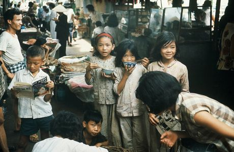 Cho Ben Thanh cu lung lay ca the ky tren... via he - Anh 10