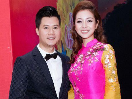 Sau li hon, Jennifer Pham hanh phuc ben chong con, Quang Dung o an tham lang - Anh 1