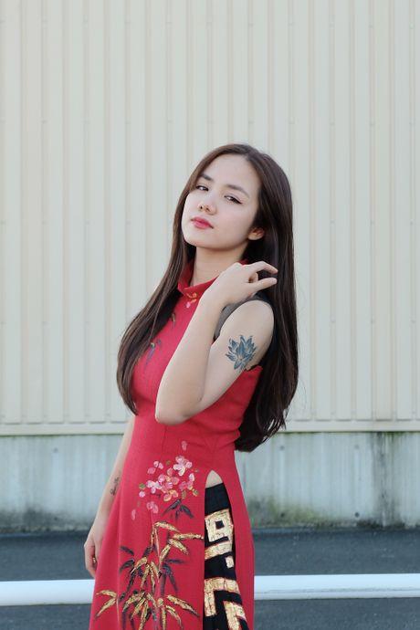 Em gai Phuong Linh dien ao dai gay an tuong tren dat Nhat - Anh 3