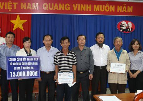 Doanh nghiep cung Bao Thanh Nien giup ngu dan bi nan - Anh 1