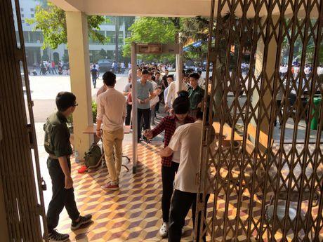 Rong ran xep hang cho thi tieng Han - Anh 5