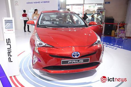 Toyota Prius 2016: chiec xe lai duy nhat tai Trien lam o to Viet Nam - Anh 1