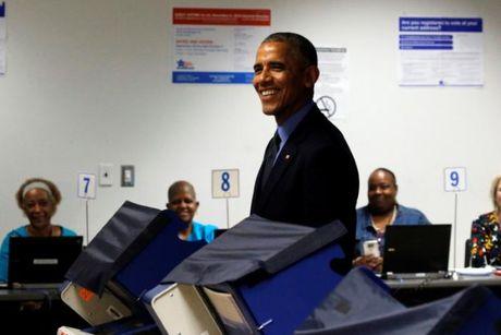 Ong Obama di bo phieu bau tong thong som - Anh 1