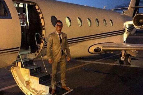 Ronaldo cho thue chuyen co voi gia dat do - Anh 1