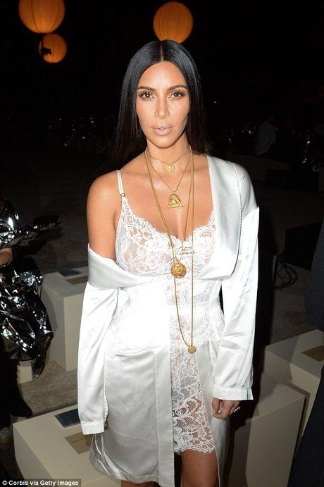 Kim Kardashian co the mat trieu do neu ngung mang xa hoi - Anh 1