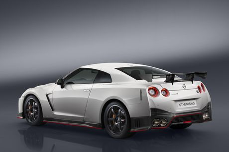 Nissan GT-R Nismo 2017 gia 175.000 USD - Anh 2