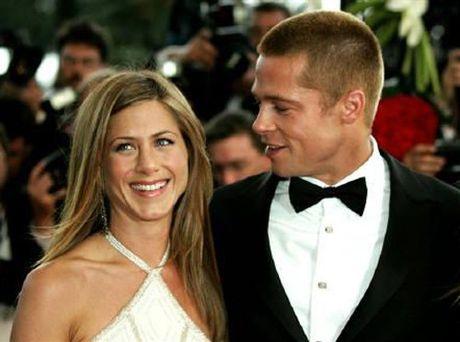 Brad Pitt khong muon han gan voi Angelina Jolie, len gap Jennifer Aniston? - Anh 2