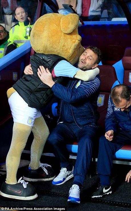 Nhung khoanh khac dep nhat giua HLV va linh vat truyen thong tai Premier League - Anh 12