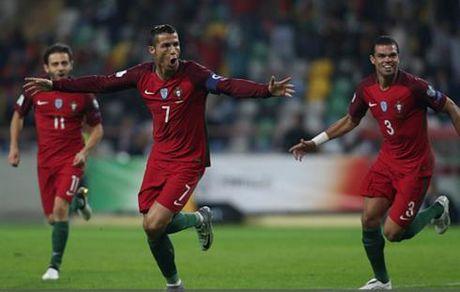 Ronaldo lap poker, Bo Dao Nha thang de Andorra tai vong loai World Cup - Anh 1