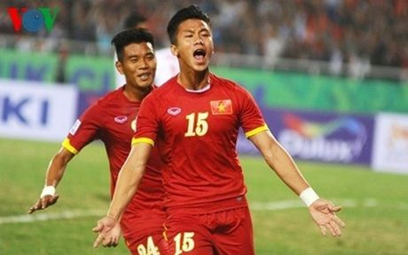 Dinh chan thuong nang, Que Ngoc Hai co the lo hen AFF Cup 2016 - Anh 1