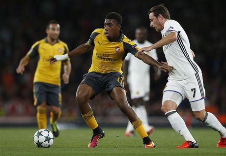 Sao tre Arsenal lan dau ghi ban cho DTQG - Anh 1