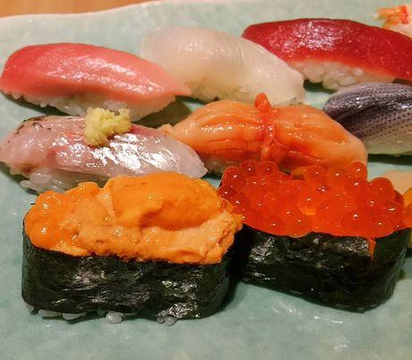 Nha hang sushi huyen thoai duoc nhieu nguoi noi tieng ghe tham - Anh 10