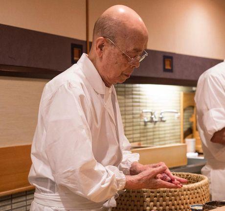 Nha hang sushi huyen thoai duoc nhieu nguoi noi tieng ghe tham - Anh 7