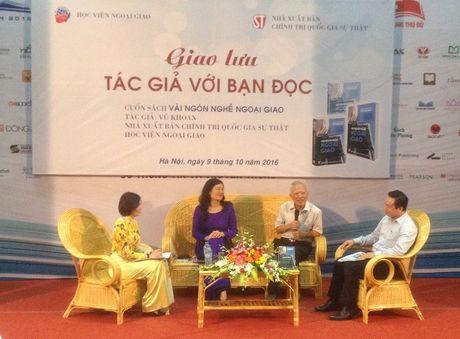 Ra mat cuon sach 'Vai ngon nghe ngoai giao' cua nguyen Pho Thu tuong Vu Khoan - Anh 1
