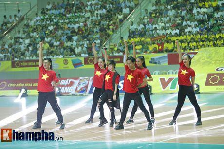 O tuoi bam, Hoa khoi Kim Hue tung hoanh tren san - Anh 3