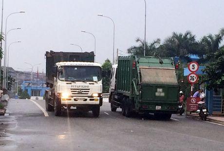 TP HCM lap thiet bi giam sat hanh trinh tren xe cho rac - Anh 1