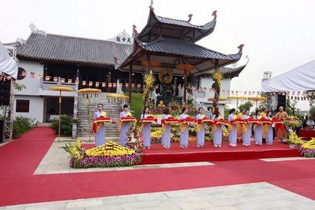 Hang ngan phat tu ve Phu Tho chiem bai Phat ngoc hoa binh - Anh 1