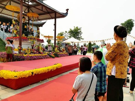 Hang ngan phat tu ve Phu Tho chiem bai Phat ngoc hoa binh - Anh 7
