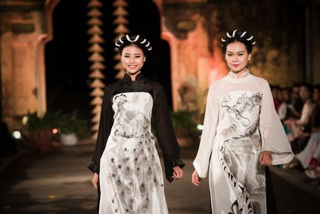 Dao Thi Ha lam 'don tim' khan gia voi ao dai Ha Noi - Anh 2