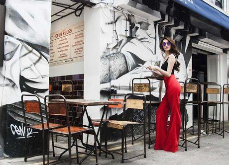 Khanh My khoe duong cong quyen ru tren duong pho Singapore - Anh 7