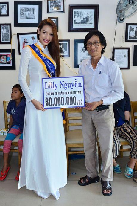 Dien ao dai trang diu dang, Lilly Nguyen van lo ro 'ban chat' that - Anh 1