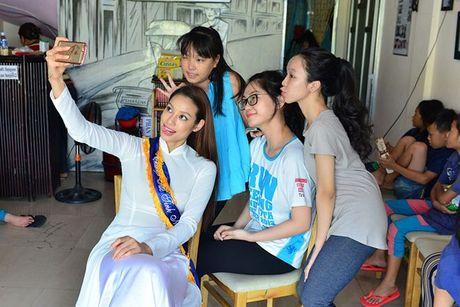 Dien ao dai trang diu dang, Lilly Nguyen van lo ro 'ban chat' that - Anh 6