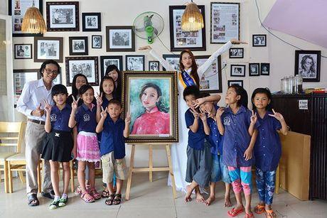Dien ao dai trang diu dang, Lilly Nguyen van lo ro 'ban chat' that - Anh 8