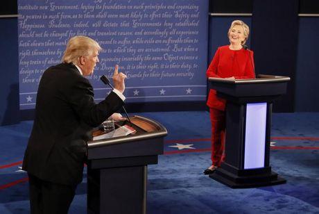 Trump 'duoi co' Clinton truoc them tai dau - Anh 1