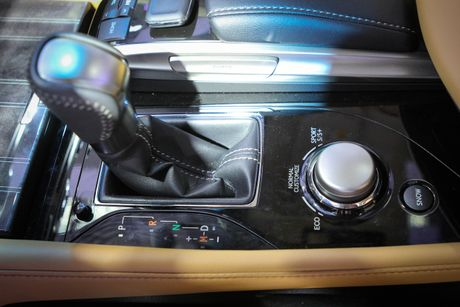 Lexus GS 200t gia 3,13 ty tai Viet Nam - Anh 9